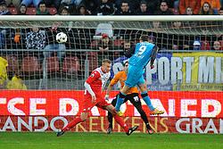22-01-2012 VOETBAL: FC UTRECHT - PSV: UTRECHT<br /> Utrecht speelt gelijk tegen PSV 1-1 / Tim Matavz kopt naast. /ut38/ en goalkeeper Roberto Fernandez kansloos<br /> ©2012-FotoHoogendoorn.nl