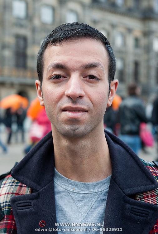 Vrouwen Tegen Uitzetting (VTU) voert op 14 april 2012 een 'lig-actie' op de Dam.Tégen het op straat zetten van vluchtelingen, vóór fatsoenlijke opvang.VTU is een netwerk van Nederlandse en vluchtelingenvrouwen met en zonder verblijfsvergunning. VTU zet zich in voor een goed asielbeleid en aandacht voor de positie van vrouwelijke vluchtelingen.Het protest richt zich in de eerste plaats tegen het op straat zetten van vluchtelingen en pleit voor fatsoenlijke opvang. Maar er komt meer aan de orde. Diverse sprekers belichten of bezingen het wetsontwerp over 'gewortelde kinderen', het Kinderpardon, de schandalig hoge legeskosten en de slordige, haastige, asielprocedure.Om 15.00 u worden één voor één de namen van vluchtelingen  opgelezen die op straat zijn gezet, terwijl de aanwezigen op de Dam gaan liggen om te laten zien hoeveel asielzoekers op straat moeten leven.Sprekers zijn o.a. Vincent Bijloo cabaretier; Marieke Doorninck (Groen Links gem Amsterdam); Khadija Arib (2e K PvdA); Tofik Dibi (2e K GroenLinks)Stephanie Mbanzendore - Burundese en Myra. Op de foto: Tofik Dibi lid van de Tweede Kamer voor Groen Links. Foto JOVIP/JOHN VAN IPEREN