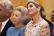 Zijne Majesteit de Koning reikt op donderdagochtend 18 mei de Appeltjes van Oranje uit op Paleis Noordeinde in Den Haag. De prijzen worden dit jaar toegekend aan drie sociale initiatieven die zich inzetten voor kwetsbare kinderen. <br /> <br /> His Majesty the King opens the Apples of Orange on Thursday morning 18 May at Noordeinde Palace in The Hague. The prizes are awarded this year to three social initiatives dedicated to vulnerable children.<br /> <br /> op de foto / on the photo: Prinses Beatrix  en Koningin Maxima // Princess Beatrix and Queen Maxima