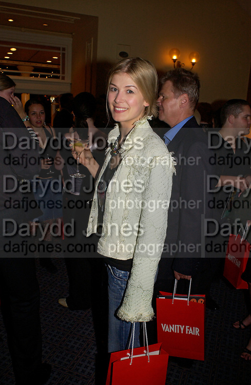 Rosamund Pike, '24 hour plays' charity evening at the Old vic Theatre. June 6 2004.  Kevin Spacey artistic director for 6 short plays written and rehearsed in 24 hours. ONE TIME USE ONLY - DO NOT ARCHIVE  © Copyright Photograph by Dafydd Jones 66 Stockwell Park Rd. London SW9 0DA Tel 020 7733 0108 www.dafjones.com
