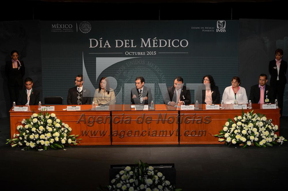 Toluca, México.- Enrique Gómez Bravo Topete, delegado estatal del IMSS zona poniente encabezó la conmemoración del Día del Médico en el Teatro del Seguro Social de la capital mexiquense. Agencia MVT / Arturo Hernández.