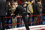 DESCRIZIONE : Milano Lega A1 2006-07 Armani Jeans Milano Bipop Carire Reggio Emilia<br /> GIOCATORE : Arbitro Tifosi<br /> SQUADRA : <br /> EVENTO : Campionato Lega A1 2006-2007 <br /> GARA : Armani Jeans Milano Bipop Carire Reggio Emilia<br /> DATA : 21/01/2007 <br /> CATEGORIA : Ritratto Curiosita<br /> SPORT : Pallacanestro <br /> AUTORE : Agenzia Ciamillo-Castoria/G.Cottini