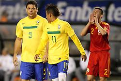 Ronaldo Nazario e Neymar durante jogo amistoso em homenagem por sua carreira de sucesso em seu último jogo pela seleção brasileira de futebol, um amistoso contra Roménia em 07 de junho de 2011 no Estádio do Pacaembu, em São Paulo. FOTO: Jefferson Bernardes/Preview.com