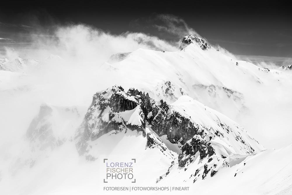 Der frisch eingeschneite Piz Laviner, Val Mulix, Bergün, Graubünden, Schweiz / <br /> <br />  The freshly snowed in Piz Laviner, Val Mulix, Bergün, Graubünden, Switzerland