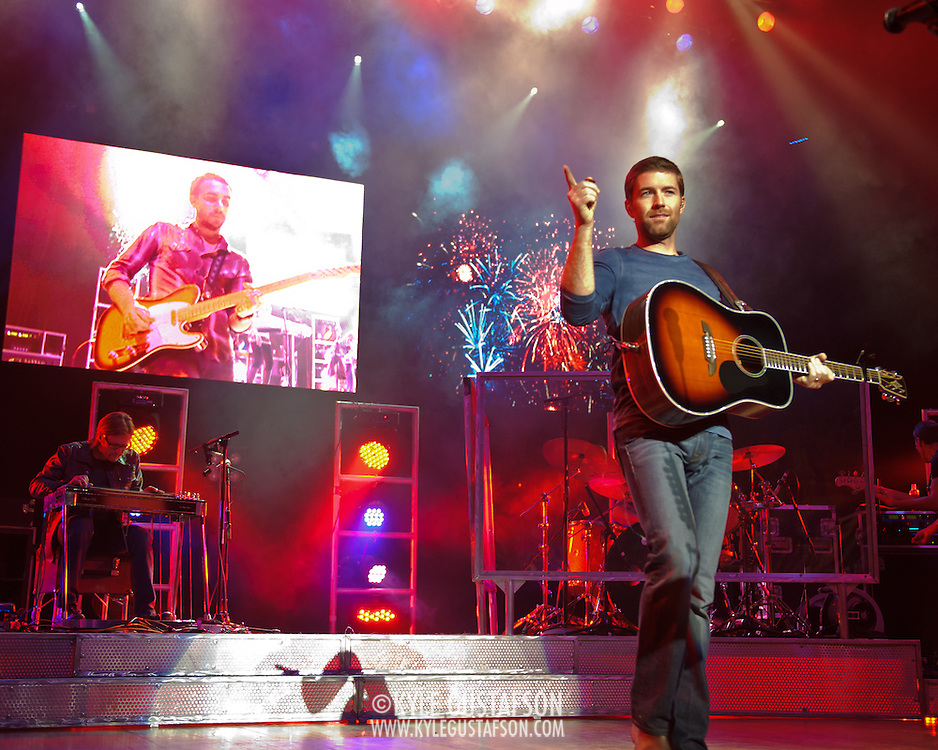 """COLUMBIA, MD - October 16th, 2011: Josh Turner headlines the 2011 Sunday In The Country festival at Merriweather Post Pavilion in Columbia, MD. His last album, Haywire, was released in 2009 and contained the number one hit """"Why Don't We Just Dance.""""  (Photo by Kyle Gustafson/For The Washington Post)"""