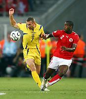v.l. Andriy Shevchenko, Johan Djourou Schweiz<br /> Fussball WM 2006 Achtelfinale Schweiz - Ukraine<br />  Sveits - Ukraina<br /> Norway only