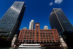 The Reid Murdoch Building, (centre) Chicago