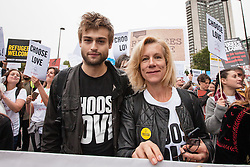 September 17, 2016 - London, London - London, UK. Actress JULIET STEVENSON (R) and Actor DOUGLAS BOOTH (L) join thousands as they march through central London to call on the government to welcome refugees to the UK. (Credit Image: © Rob Pinney/London News Pictures via ZUMA Wire)
