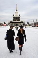 Russie, Moscou, le Centre panrusse des expositions ou parc des expositions VDNKh, couvre plus de 300 ha, ses 80 pavillons racontent les réalisations soviétiques dans les divers domaines, le pavillon central // Russia, Moscow,  All-Russia Exhibition Centre is a permanent general-purpose trade show in Moscow, Central Pavilion