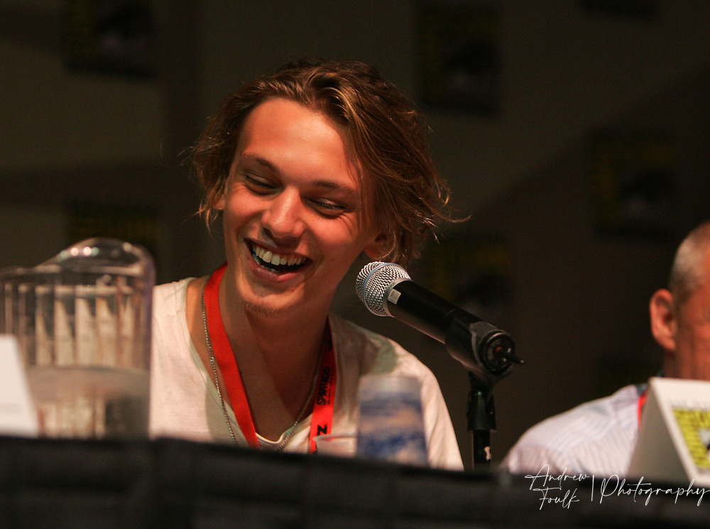 """Andrew Foulk/ Zuma Press.July 24, 2009, San Diego, California, USA. Jamie Campbell-Bower Comic Con. Actor """"Jamie Campbell-Bower"""" of """"Sweeny Todd"""" and """"Twilight""""  fame talks about his upcoming show """"The Prisoner"""" , during day two of the 40th annual San Diego International Comic Con."""
