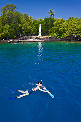 snorkelers and Captain Cook Monument, Kealakekua Bay Marine Preserve, Captain Cook, Big Island, Hawaii, USA, Pacific Ocean, Model Released - MR#: 000106