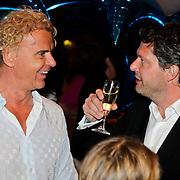 NLD/Noordwijk/20100502 - Gerard Joling 50ste verjaardag, Wino Omtzigt in gesprek Guido den Aantrekker