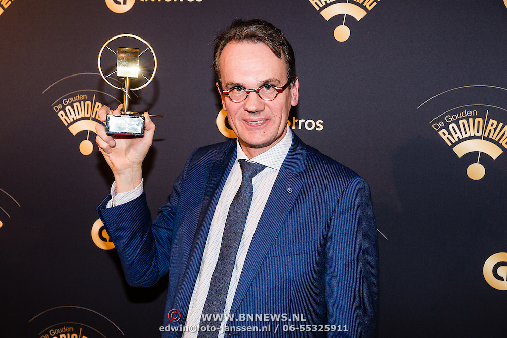 NLD/Hilversum/20170119 - Start inloop 11de Radio Gala 2016, Eindredacteur NPO radio 1 sportzomer Wim Eikelboom wint de Marconi Impact Award voor aanstormend talent