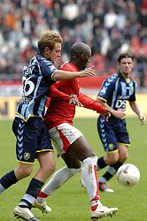 22-10-2006 VOETBAL: UTRECHT - DEN HAAG: UTRECHT<br /> FC Utrecht wint in eigenhuis met 2-0 van FC Den Haag / Marc Antoine Fortune en Levi Schwiebbe<br /> ©2006-WWW.FOTOHOOGENDOORN.NL