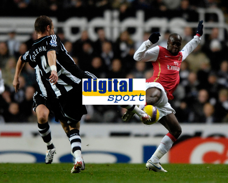 Photo: Jed Wee/Sportsbeat Images.<br /> Newcastle United v Arsenal. The FA Barclays Premiership. 05/12/2007.<br /> <br /> Arsenal's Lassana Diarra (R) with Newcastle's David Rozehnal.