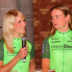 08-02-2018: Wielrennen: teampresentatie WAOWdeals: Merksem <br />Monique van de Ree, Riejanne Markus;