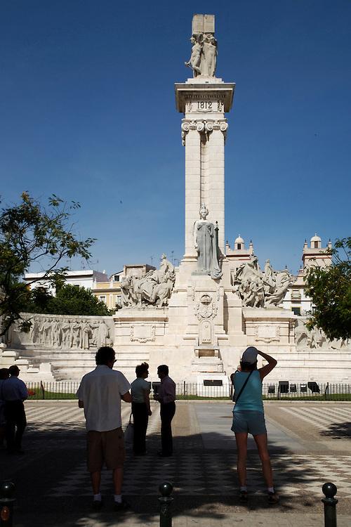 ESPAÑA / ANDALUCÍA / CÁDIZ.Monumento a las Cortes en la Plaza de España...