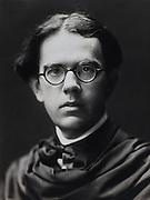 Ellis Roberts, portrait painter, England, UK, 1918