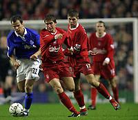 Fotball<br /> Premier League 30.11.2003<br /> Liverpool v Birmingham<br /> Harry Kewell - Liverpool<br /> Stephen Clemence - Birmingham<br /> Foto: Morten Olsen, Digitalsport