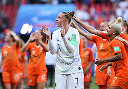 2019?6?30?.    ?????????——?????????????.    6?29??????????????????????????.    ?????????????2019??????????????????????2?0????????????.    ?????????..(SP)FRANCE-VALENCIENNES-SOCCER-FIFA WOMEN'S WORLD CUP-QUARTERFINAL-ITA VS NED.Goalkeeper Sari Van Veenendaal (C) of the Netherlands greets the fans after a quarterfinal match between Italy and the Netherlands at the 2019 FIFA Women's World Cup in Valenciennes, France, June 29, 2019. The Netherlands won 2-0 and advanced into the semifinals. (Credit Image: © Shan Yuqi/Xinhua via ZUMA Wire)