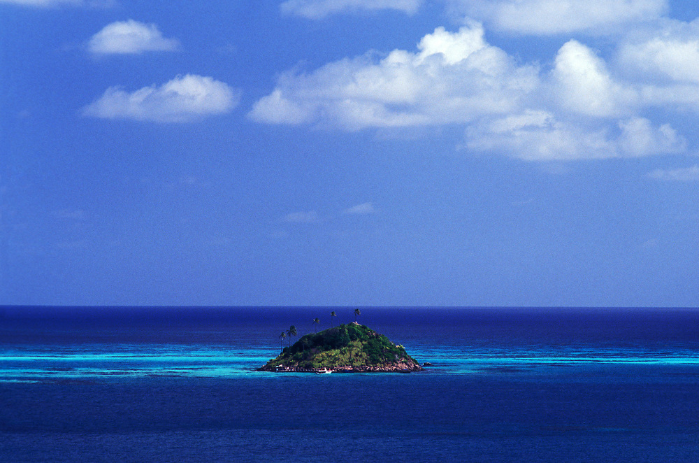 Deserted island, near Providencia (Old Providence), a former Pirate's Lair, Colombia