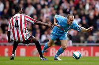 Photo: Jed Wee/Sportsbeat Images.<br /> Sunderland v Fulham. The FA Barclays Premiership. 27/10/2007.<br /> <br /> Fulham's Danny Murphy (R) gets away from Sunderland's Dickson Etuhu.