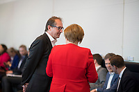 DEU, Deutschland, Germany, Berlin, 02.04.2019: Der Vorsitzende der CSU-Landesgruppe im Deutschen Bundestag, Alexander Dobrindt (CSU), und Bundeskanzlerin Dr. Angela Merkel (CDU) vor Beginn der Fraktionssitzung der CDU/CSU.