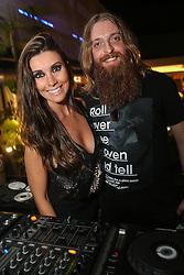 DJ Analu e Daniel Tessler durante o Happy Hour Heineken, no Viva Open Mall, em Porto Alegre. FOTO: Jefferson Bernardes/ Agência Preview