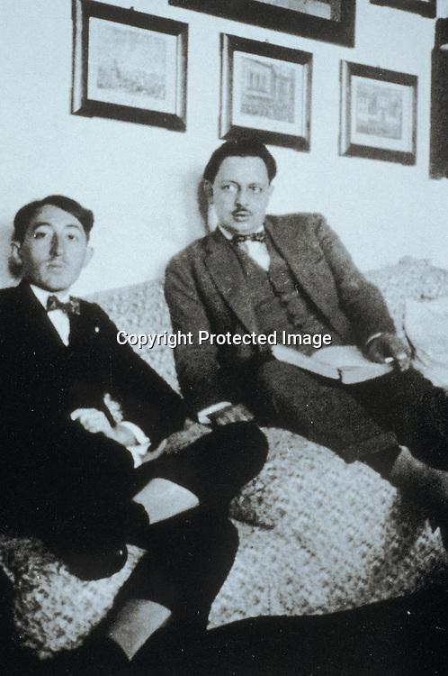 Giuseppe Tomasi di Lampedusa (a destra) con Lucio Piccolo nel 1926<br />archivio effigie