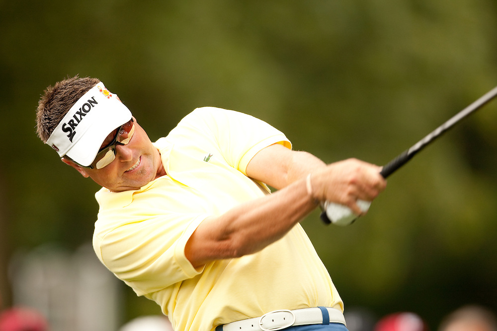 FARMINGDALE, NY - JUNE 20:  Robert Allenby hits his tee shot during the continuation of the second round of the 109th U.S. Open Championship on the Black Course at Bethpage State Park on Saturday, June 20, 2009. (Photograph by Darren Carroll) *** Local Caption *** Robert Allenby
