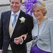 BEL/Brussel/20101120 - Huwelijk prinses Annemarie de Bourbon de Parme-Gualtherie van Weezel en bruidegom Carlos de Borbon de Parme, Carlos en moeder prinses Irene van Lippe Biesterfed