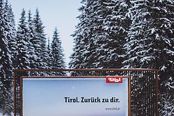 """12.02.2021, Jochberg, AUT, Coronaviruskrise, Tirol, im Bild Eine Plakatwand mit der Aufschrift """"Tirol. Zurück zu dir."""". Seit Mitternacht wird bei der Ausreise aus Tirol kontrolliert, um die Weiterverbreitung der """"südafrikanischen Virusvariante B1.151"""" zu verhindern // A banner with the german inscription """"Tirol. Back to you."""" at the Pass Thurn. Since midnight, there have been checks when leaving Tyrol to prevent the further spread of the """"South African virus mutation B1.151"""", Jochberg, Austria on 2021/02/12. EXPA Pictures © 2021, PhotoCredit: EXPA/ JFK"""