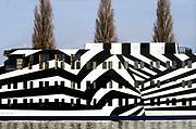Nederland, Arnhem, 2-2-2009Boot voor 24 uurs opvang voor drugsverslaafden, drugsboot de Boei. De schildering is gebaseerd op camouflage technieken uit de eerste wereldoorlog en uitgevoerd door studenten van de plaatselijke kunstakademie, hogeschool voor kunsten. Druggebruiker, junk, overlast, gezichtsbedrog, verslaafden problematiekFoto: Flip Franssen