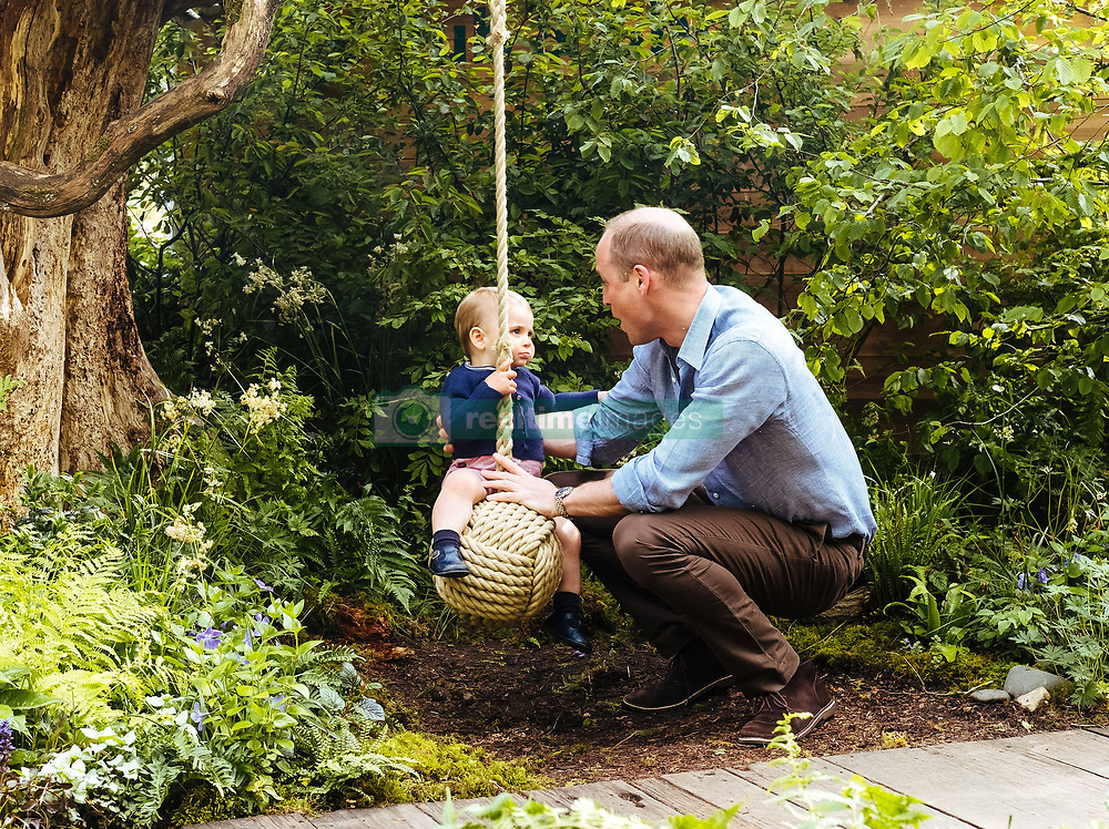 **STRICTLY EMBARGOED UNTIL 2230 BST SUNDAY MAY 19** The Duke and Duchess of Cambridge, Prince George, Princess Charlotte and Prince Louis visit the Adam White and Andree Davies co-designed 'Back to Nature' garden during build week ahead of the RHS Chelsea Flower Show, London, UK, on the 19th May 2019. Picture by Matt Porteous/WPA-Pool **STRICTLY EMBARGOED TO 2230 BST SUNDAY MAY 19** EDITORIAL USE ONLY. 19 May 2019 Pictured: Prince Louis, Prince William, Duke of Cambridge. Photo credit: MEGA TheMegaAgency.com +1 888 505 6342