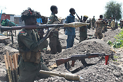 MALAKAL, Oct. 17, 2016 (Xinhua) -- South Sudan's government soldiers take position at a battle field in Alelo near South Sudan's northern town of Malakal, Oct. 16, 2016. Fresh clashes between government and opposition forces near the northern town of Malakal have killed at least 56 over the weekend, a military spokesman said late Sunday. (Xinhua/Gale Julius) (dtf) (Credit Image: © Gale Julius/Xinhua via ZUMA Wire)