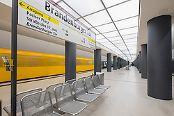 train at platform at Brandenburger Tor<br />