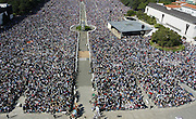 Thousand of pilgrims gather at the Catholic shrine of Fatima, 13 May 2006. Pilgrims converged on Fatima to celebrate the anniversary of the first apparition of the Virgin Mary to three shepherd children on 13 May 1917.PHOTO PAULO CUNHA/4SEE
