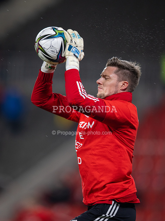 PRAGUE, CZECH REPUBLIC - Friday, October 8, 2021: Wales' goalkeeper Wayne Hennessey during the pre-match warm-up before the FIFA World Cup Qatar 2022 Qualifying Group E match between Czech Republic and Wales at the Sinobo Stadium. The game ended in a 2-2 draw. (Pic by David Rawcliffe/Propaganda)