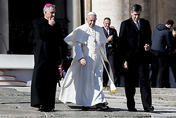 November 9, 2016 - Vatican City, Vatican - Pope Francis leaves St. Peter square after his weekly General Audience in Vatican, Wednesday, Nov. 9, 2016. (Credit Image: © Massimo Valicchia/NurPhoto via ZUMA Press)