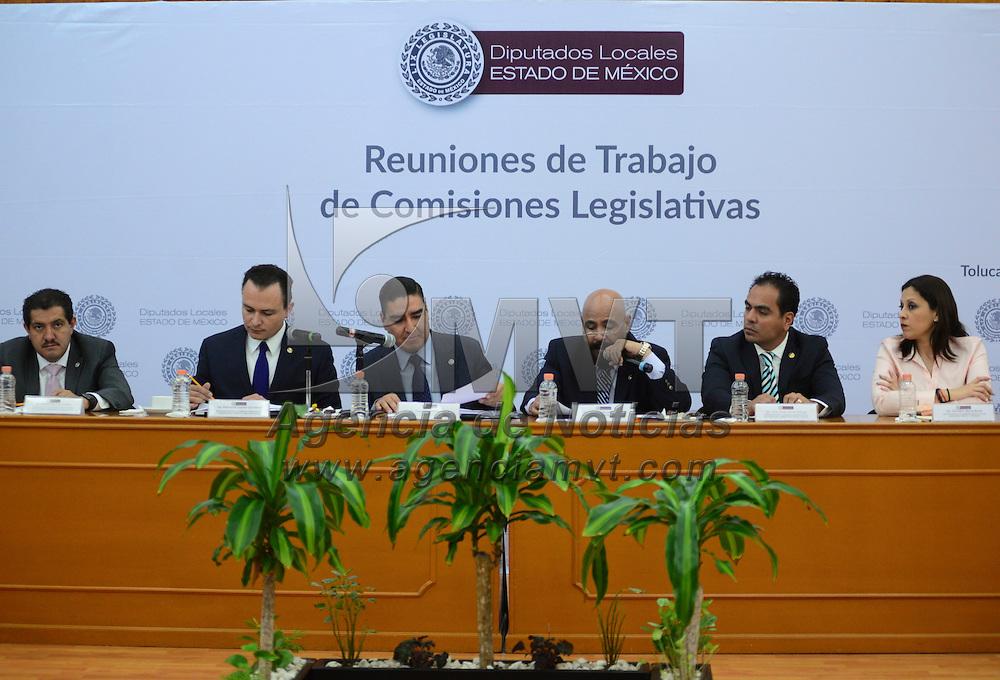 Toluca, México (Abril 19, 2016).- En sesión de trabajo, los diputados que integran las comisiones legislativas de Gobernación y Puntos Constitucionels; Procuración de Justicia, y Seguridad Pública, aprobaron, por unanimidad, la propuesta enviada a la Legislatura local por el Ejecutivo mexiquense, para reformar y adicionar la Ley de Responabilidades en la entidad.  Agencia MVT / Crisanta Espinosa