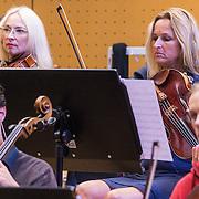 NLD/Hilversum/20130930 - Repetitie Metropole Orkest voor concert, violiste Julia Jowett en ………..
