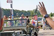 Nederland, Heumen, 22-9-2019 Historische militaire legervoertuigen komen als colonne door Grave tot Nijmegen. Zij rijden de route die de Engelsen aflegden tijdens operatie Market Garden in 1944. Hell's Highway. Herdenking van operatie marketgarden in september 1944. 2e wereldoorlog, legervoertuigen, keep them roling, .Market Garden luidde de bevrijding in van Zuid Nederland. Het veroveren van alle bruggen mislukte. Hell's Highway. 75e jaarFOTO: FLIP FRANSSEN