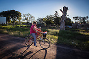 2015/03/03 – Monte Maiz, Argentina: A woman takes her child on a bicycle. Women in Monte Maiz usualy use bicyles on their everyday live. Even with an healthy way of living, the cases of pulmonary diseases and cancer grew expontentially in the region. Many locals believe that it is related with the massive use of agro-chemicals and the intensive production of soy. (Eduardo Leal)
