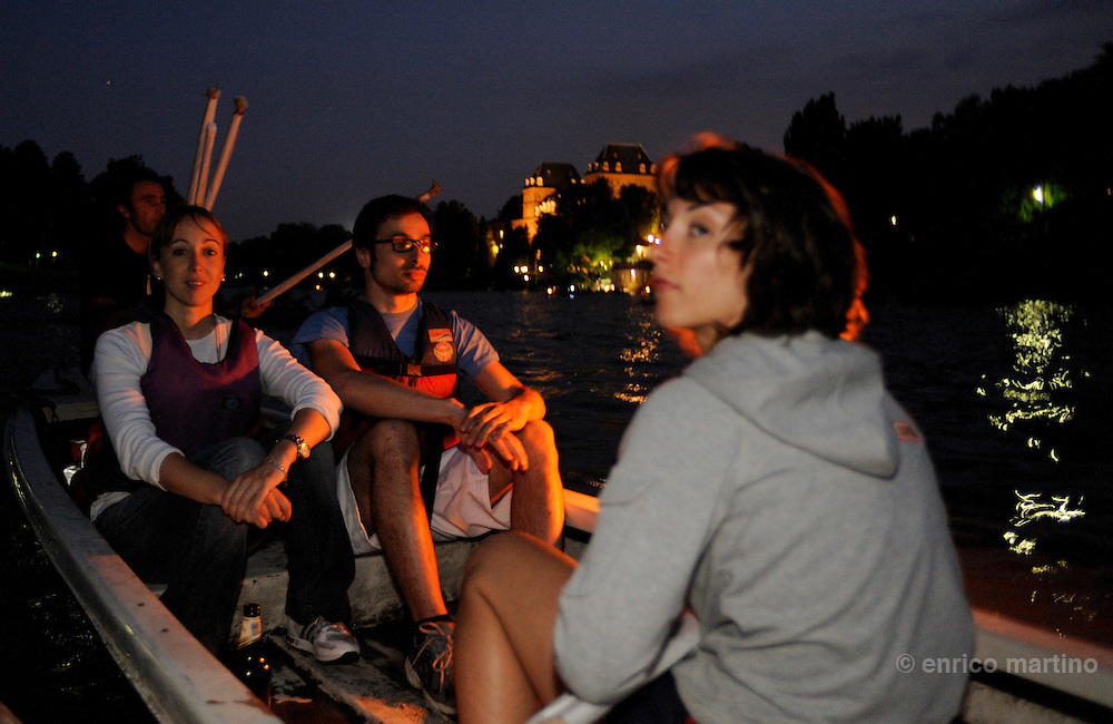 Popular regattas for Turin St Giovanni Battista holiday. In the last years, due also the better environmental landscape, the citizens lives much more the Po river's shores.