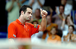 22-09-2006 TENNIS: DAVIS CUP: NEDERLAND - TSJECHIE: LEIDEN <br /> Raemon Sluiter verliest de eerste wedstrijd in vier sets en Nederland staat op 1-0 achterstand<br /> ©2006-WWW.FOTOHOOGENDOORN.NL