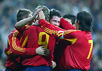 Fotball<br /> Privatlandskamp<br /> Spania v England<br /> 17. november 2004<br /> Foto: Digitalsport<br /> NORWAY ONLY<br /> Spain's Asier Del Horno (centre) celebrates his goal with his team mates