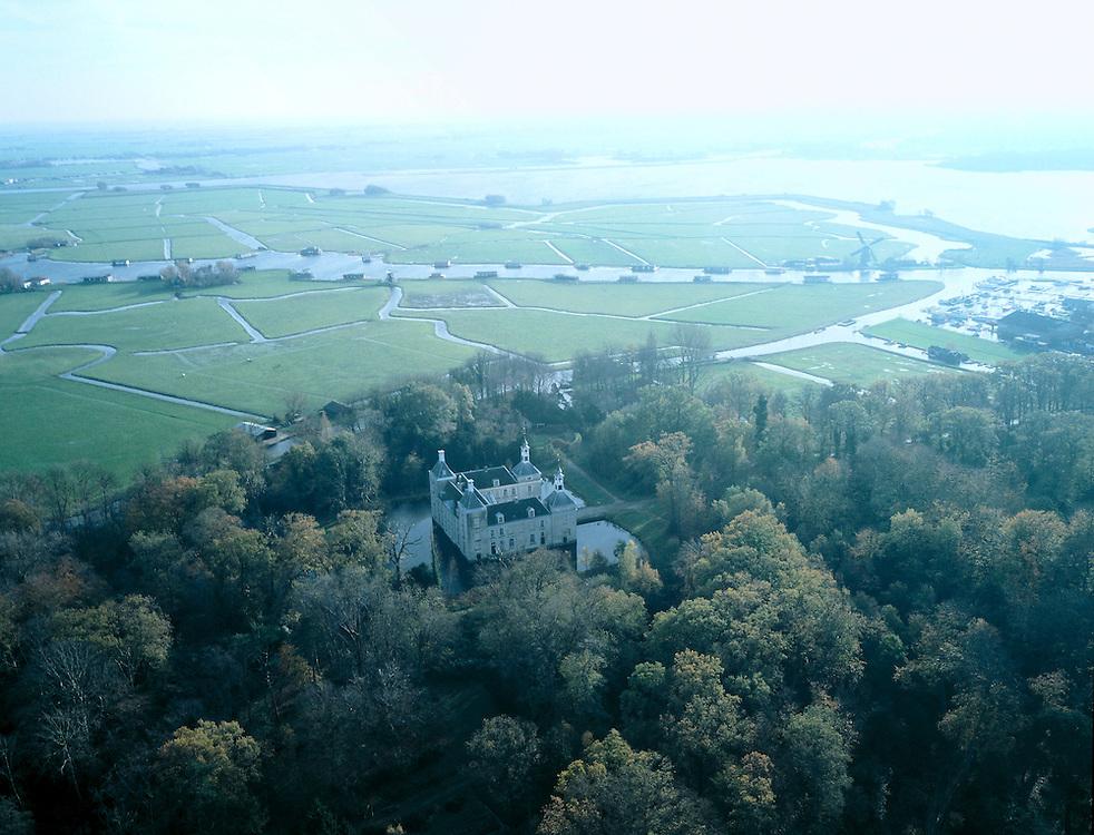 Nederland, Zuid-Holland, Warmond, 01-12-2005; luchtfoto (25% toeslag); het kasteel of Huys Warmont ligt midden in een zogenaamd strandwalbos en is van Middeleeuwse oorsprong; in de achtergrond de Zwanburgpolder en het begin van de Kager plassen; het huidige kasteel, met slotgracht, is particulier bewoond, en stamt uit de 18e eeuw (Neoclassicisme); cultureel erfgoed, geschiedenis, landgoed, Zuidhollands landschap, waterhuishouding; zie ook andere luchtfoto's van deze regio.foto Siebe Swart