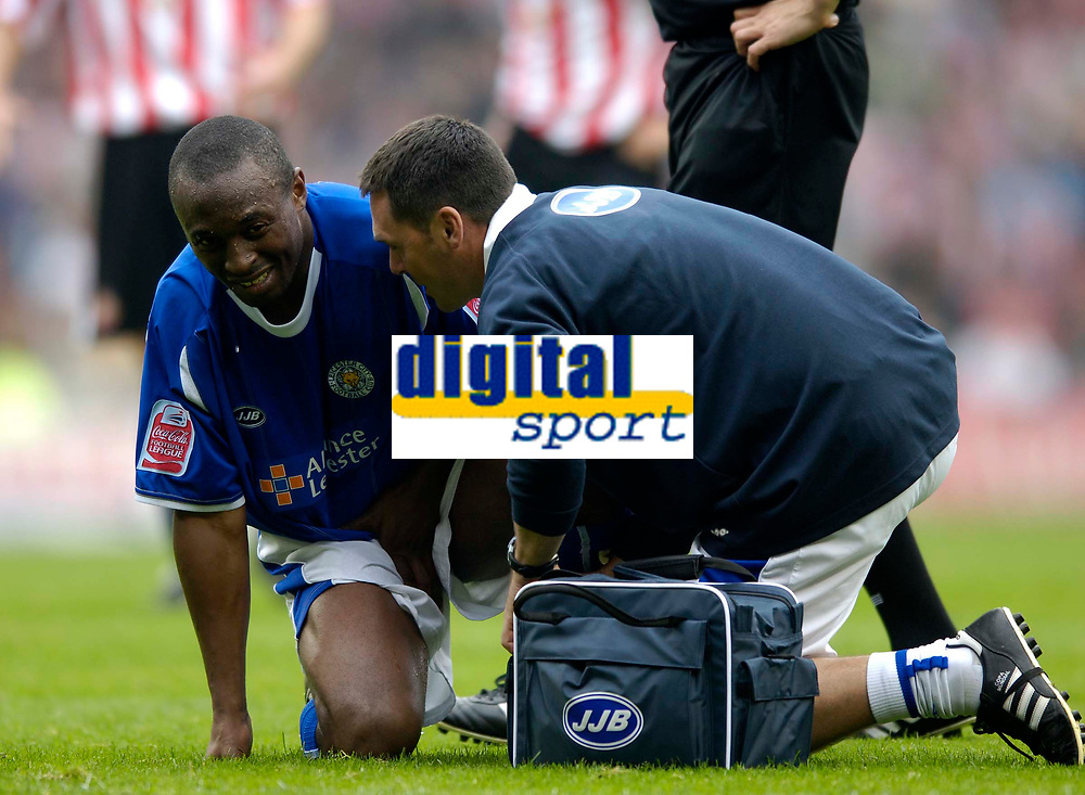 Photo: Jed Wee.<br />Sunderland v Leicester City. Coca Cola Championship. 16/09/2006.<br /><br />Leicester's Darren Kenton wears a pained expression after a shot from Sunderland's Robbie Elliott hits him between the legs.