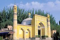 China. Sinkiang Province (Xinjiang).  Kashgar (Kashi). Id Kah Mosque // Chine. Province du Sinkiang (Xinjiang). Kashgar (Kashi). Mosquée Id Kah