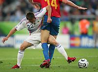 v.l. Frank Ribery, Alonso Xabi Soanien<br /> Fussball WM 2006 Achtelfinale Spanien - Frankreich<br /> Spania - Frankrike<br /> Norway only